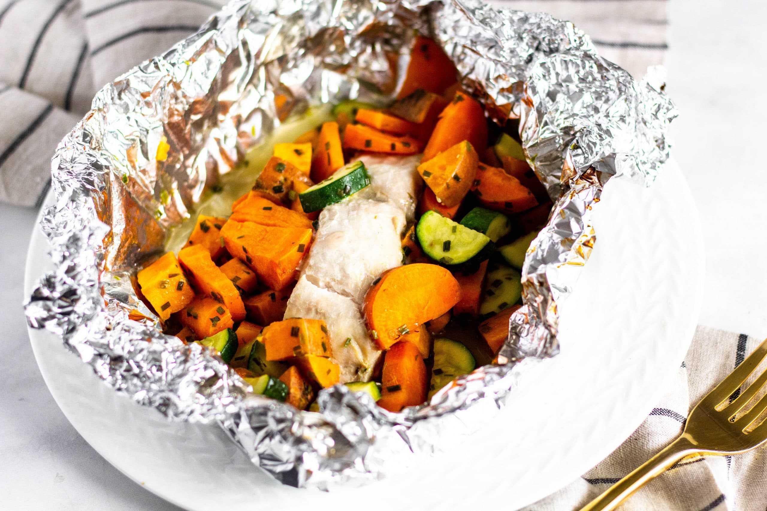 Easy Baked Fish in Foil Packets | Tara Rochford Nutrition #lowfodmap #foilpack #tararochfordnutrition