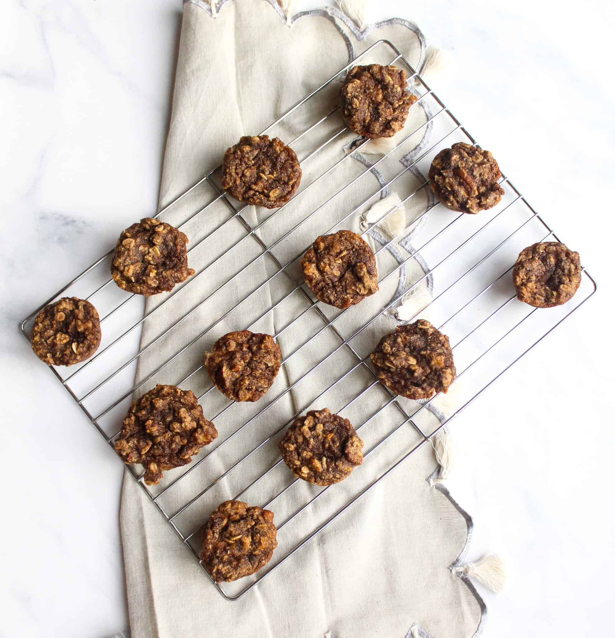 Maple-Sweetened Healthy Banana Oat Mini Muffins #glutenfree #dairyfree #Vegan #healthy #lowfodmap