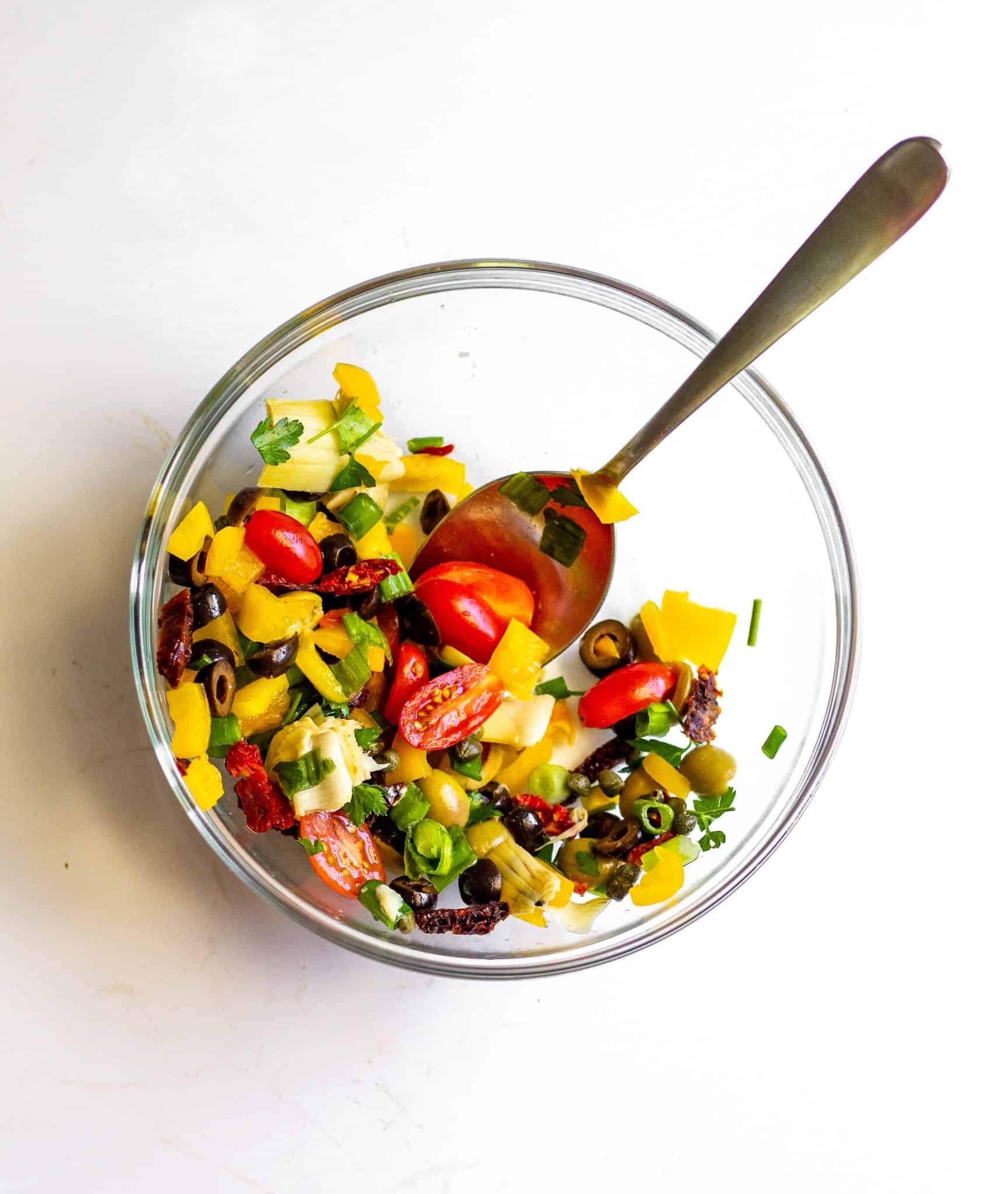 Low FODMAP Vegetarian Antipasto Salad #lowfodmap #vegan #glutenfree #dairyfree