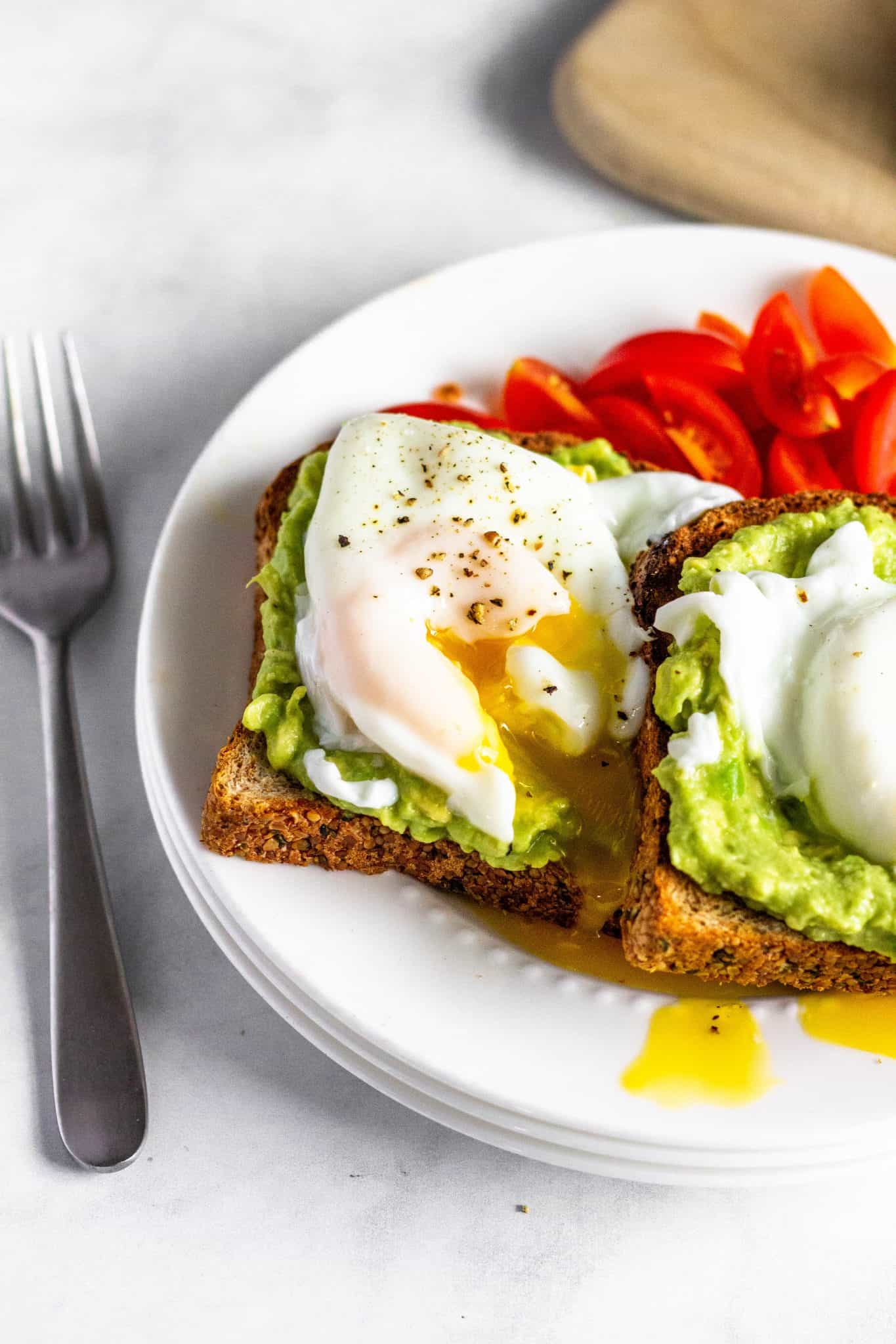 Smashed Avocado Toast with Poached Egg #brainhealth #tararochfordnutrition