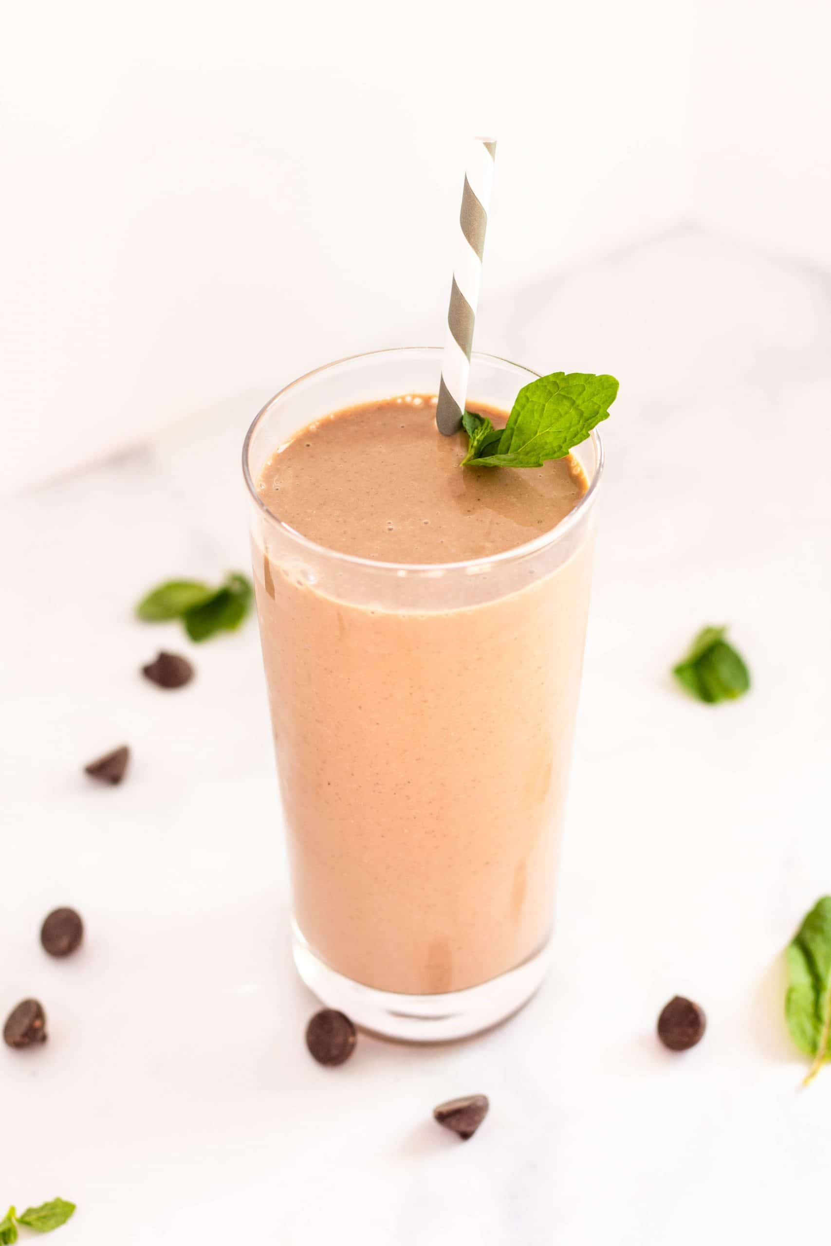 Healthy Thin Mint Smoothie | Tara Rochford Nutrition #tararochfordnutrition #thinmint #smoothie